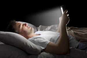Téléphone au lit